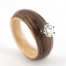 anello-in-legno-con-brillante